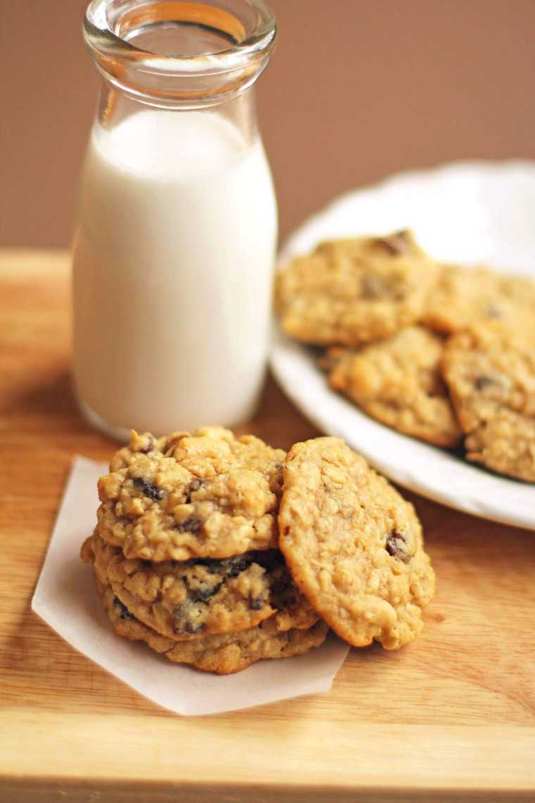Chewy Oatmeal Raisin Cookies - Grandbaby Cakes
