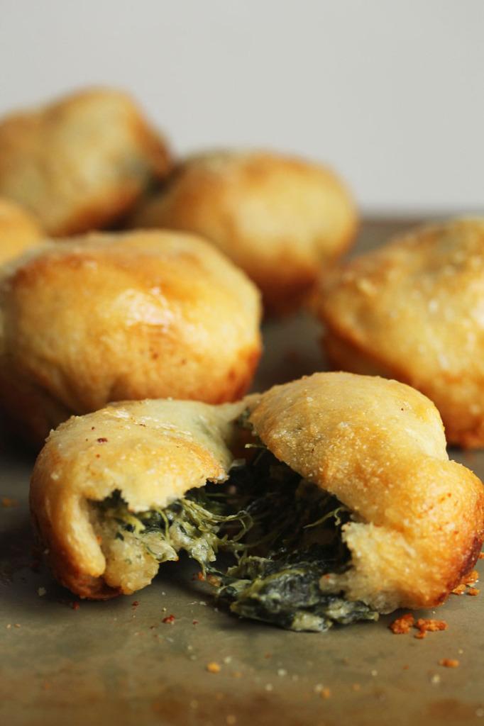 Spinach Dip-Stuffed Garlic Rolls | Grandbaby Cakes