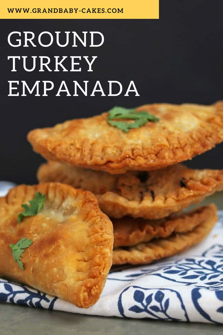 This Delicious Ground Turkey Empanada Recipe will become your fave ground turkey recipes for go to snack or game day food!  #turkey #empanada