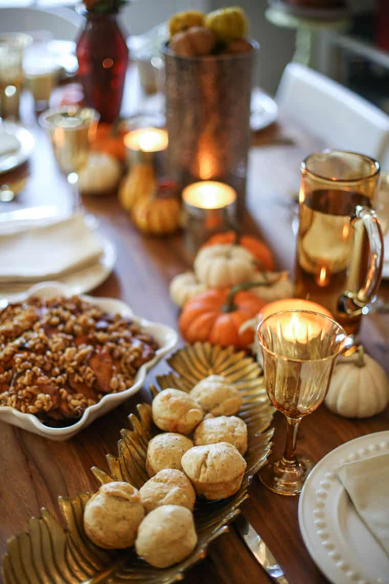 How to Host A Rustic Themed Friendsgiving- With the easiest most and most relatable tips, your Friendsgiving celebration will be better than ever! #friendsgiving #thanksgiving #entertaining