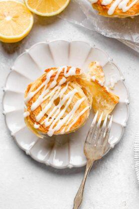Lemon Cinnamon Roll Biscuits 5 277x416 - Lemon Cinnamon Rolls (NO YEAST!)